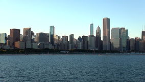Chicago-Skyline bei Sonnenuntergang - Stadt von Chicago stock video footage