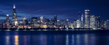Free Chicago Skyline By Night Royalty Free Stock Photo - 130105805