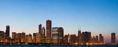 Chicago-Skyline an der Dämmerung. Stockfotografie