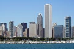 Chicago-Skyline mit vernünftiger Piazza stockfotografie