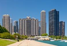 Chicago-Skyline und -jachthafen stockbild