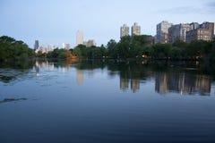 Chicago-Skyline vom Nordteich Lizenzfreie Stockbilder