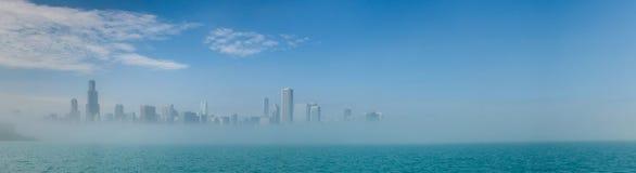 Chicago-Skylinepanorama mit Wolkenkratzern über Michiganseeesprit Stockfotos