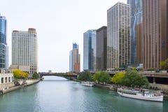 Chicago som ses från floden, USA royaltyfria foton
