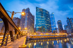 Chicago-Stadtzentrum und Chicago River Stockbilder