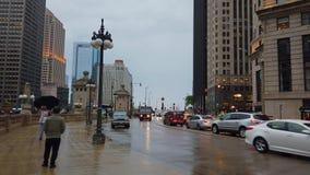 Chicago-Straßenansicht durch Regen - CHICAGO, USA - 12. JUNI 2019 stock video footage