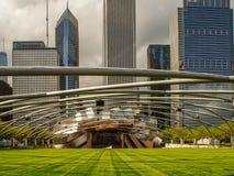 Chicago USA - Jay Pritzker Pavilion i millenium parkerar i Chicago royaltyfri fotografi