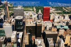 CHICAGO USA - 20 Juli, 2017: En sikt på en dag med moln som i city rullar över den Chicago staden Arkivfoton