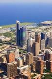 CHICAGO USA - 20 Juli, 2017: Parkerar den flyg- sikten för Chicago horisont med och marina mycket av fartyg Royaltyfri Fotografi