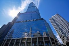 Trump Tower skyscraper building on Chicago River. Royalty Free Stock Photos