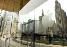 Chicago USA - Juni 06, 2018: Apple logo på det Apple lagret på M Royaltyfri Foto