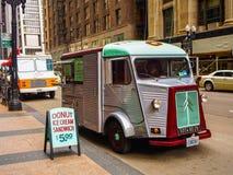 Chicago USA - matlastbil på gatan av Chicago arkivbilder