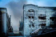 Chicago vände den industriella lagerfabriken in i en isslott efter en brand Arkivbild