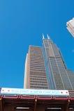 Chicago: vista acima na skyline e no Willis Tower de um cruzeiro do canal em Chicago River o 22 de setembro de 2014 Fotos de Stock