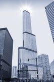 CHICAGO, Wacker-Platz unter der Sonne, einfarbig Stockfoto