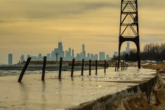Icy pier along winter Chicago skyline Royalty Free Stock Photos