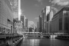Chicago y río de Chicago imagen de archivo