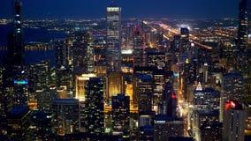 Chicago zadziwiający widok z lotu ptaka w wieczór z góry - zbiory