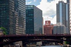 ChicagoDowntown en de Rivier van Chicago, de V.S. Stock Fotografie