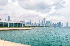 Chicagos Shedd Aquarium with Lake Michigan and skyline Royalty Free Stock Images