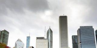 Chicagowska linia horyzontu z chmurami Zdjęcie Stock