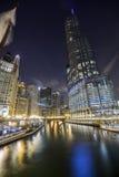 Chicagowski śródmieście nocą, Illinois Zdjęcia Royalty Free