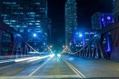 Chicagowski śródmieście rzeką przy nocą zdjęcie stock