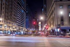 Chicagowski śródmieście rzeką przy nocą fotografia stock