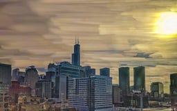 Chicagowski pętli linia horyzontu Zachodni pętli sąsiedztwo z wysokim basztowym punktem zwrotnym Długi ujawnienie z słońcem obraz stock
