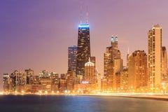 Chicagowskiego miasta miastowy drapacz chmur przy plażą Zdjęcia Royalty Free