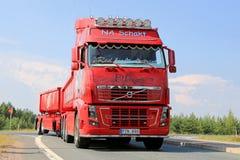 Chicano d'EL de camion d'exposition de Volvo FH16 dans Lempaala, Finlande Images libres de droits