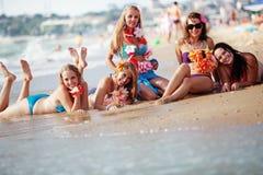 Chicas jóvenes felices Fotografía de archivo libre de regalías