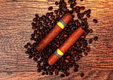 Chicchi cubani di caffè e dei sigari Fotografia Stock