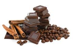 Chicchi del cioccolato, della cannella e di caffè. Fotografie Stock Libere da Diritti