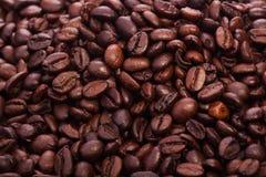 Chicchi di caffè arrostiti - i bei precedenti dell'alimento Fotografia Stock