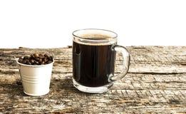 Chicchi di caffè arrostiti in secchio Fotografia Stock