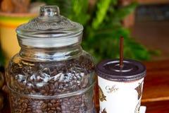 Chicchi di caffè in barattolo di vetro Immagine Stock Libera da Diritti