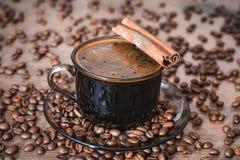 Chicchi di caffè, caffè nero Immagini Stock Libere da Diritti