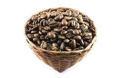 Chicchi di caffè in canestro di bambù Immagine Stock Libera da Diritti