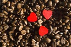 Chicchi di caffè con cuore immagine stock libera da diritti