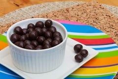 Chicchi di caffè coperti di cioccolato del caffè espresso Fotografia Stock