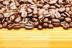 Chicchi di caffè dal lato superiore Immagine Stock Libera da Diritti