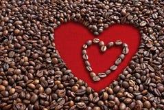Chicchi di caffè del biglietto di S. Valentino Fotografie Stock