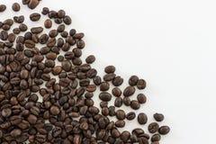 Chicchi di caffè dell'isolato di immagine per uso come fondo Immagini Stock