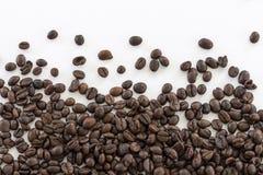 Chicchi di caffè dell'isolato di immagine per uso come fondo Fotografia Stock