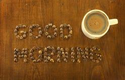 Chicchi di caffè di buongiorno fotografie stock libere da diritti