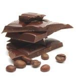 Chicchi di caffè e del cioccolato. fotografia stock libera da diritti