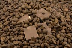 Chicchi di caffè e del cioccolato Immagini Stock