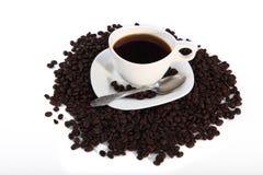 Chicchi di caffè e della tazza di caffè Immagine Stock