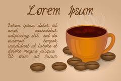 Chicchi di caffè e della tazza di caffè su un fondo beige Fotografie Stock Libere da Diritti